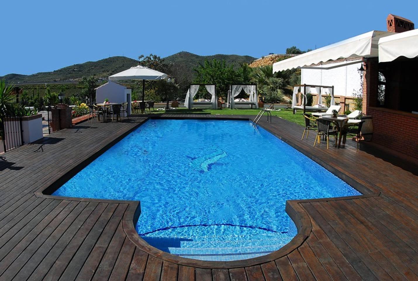 Gran piscina en la casa rural de Casabermeja