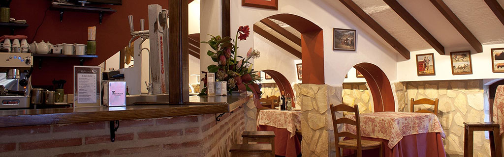 Interior del restaurante de la plaza de toros de Antequera