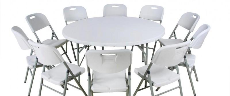 Mesa redonda de catering y sillas nuevas alquiladas
